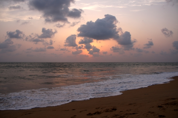 Dombe beach: Floating in the Arabian sea