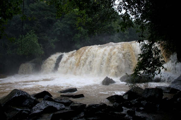 Payaniga: Mookana mane falls in different seasons